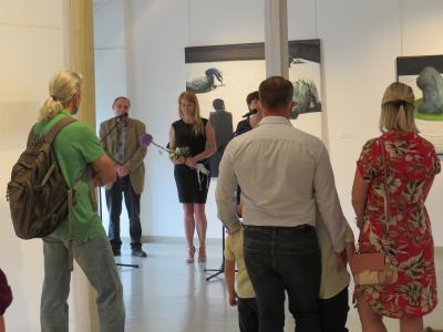 Przywitanie gości. Od lewej p.o. Dyrektora Muzeum Marek Matlak, artystka Iwa Kruczkowska-Król, kurator wystawy Iwona Koźbiał-Grzegorzek