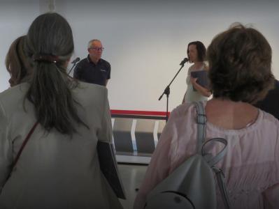 Waldemar Lesiak i Dyrektor Iwona Purzycka otwierają wystawę.