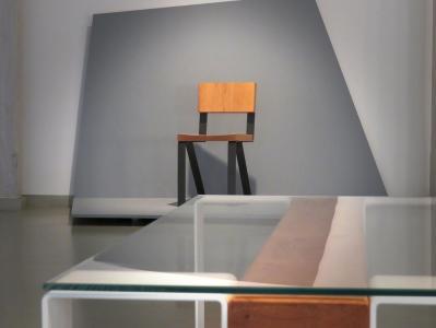 Krzesło - czarny szkielet, drewniane siedzisko i oparcie