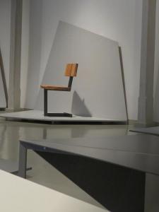 Krzesło - czarny stelarz, drewniane siedzisko