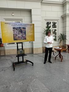 Dr Cezary Namirski przedstawia prezentację