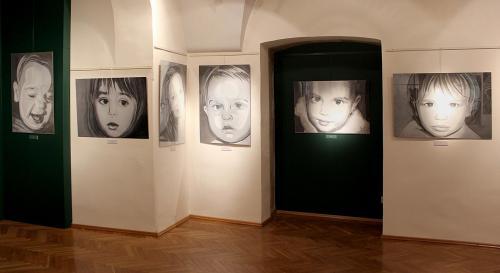 Pięć portretów dzieci i jeden portret kobiety