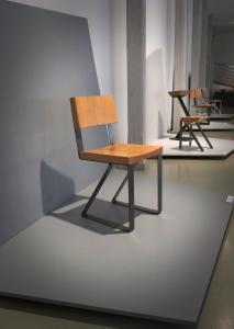 Krzesło z drewnianymi oparciem i siedziskiem